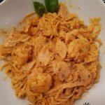 Nouilles aux Crevettes et saumon fumé sauce crémeuse tomates et basilic