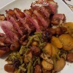 Magret de canard, pommes de terre, haricots verts et châtaignes