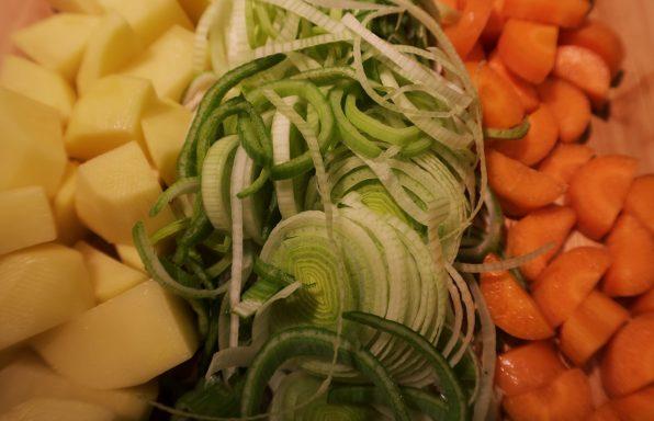 Pommes de terre carotte poireaux lard à la crème au cookeo