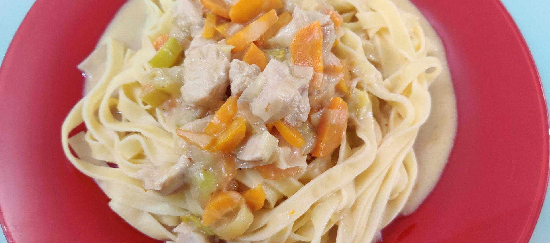 Tagliatelles dinde et légumes à la crème au cookeo